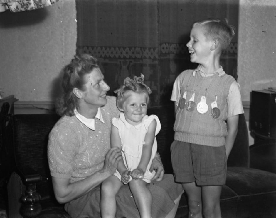Fanny Blankers Koen with her children