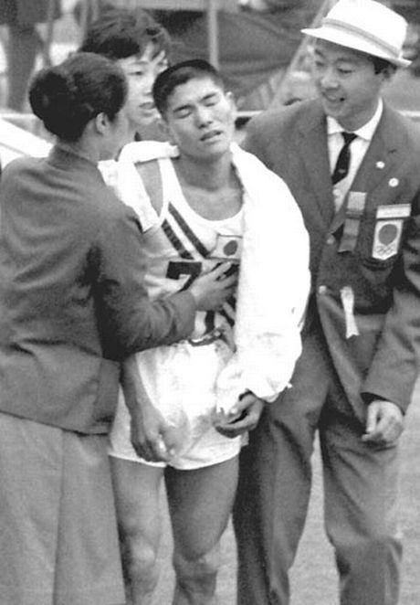 Kokichi Tsuburaya afer the marathon
