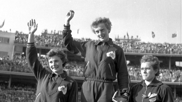 Betty Cuthbert 6_on the medal stand at the 1956 Olympics