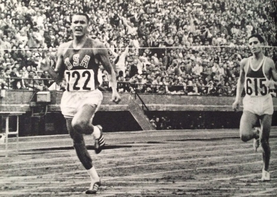 Billy Mills Crossing the finish line_Tokyo Olympiad 1964_Kyodo News Agency