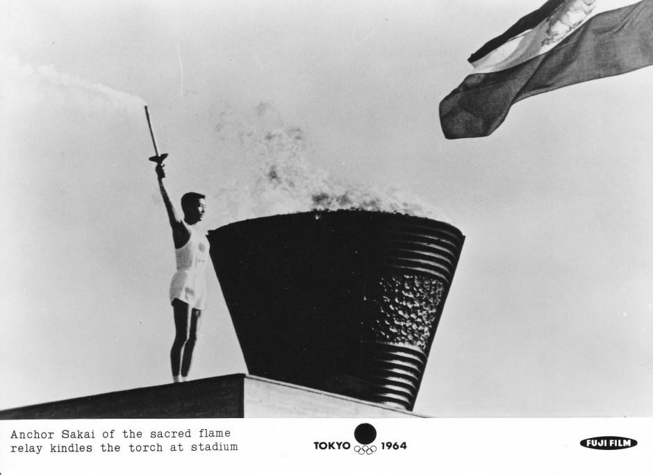 Fuji Film 6_Sakai lights the cauldron