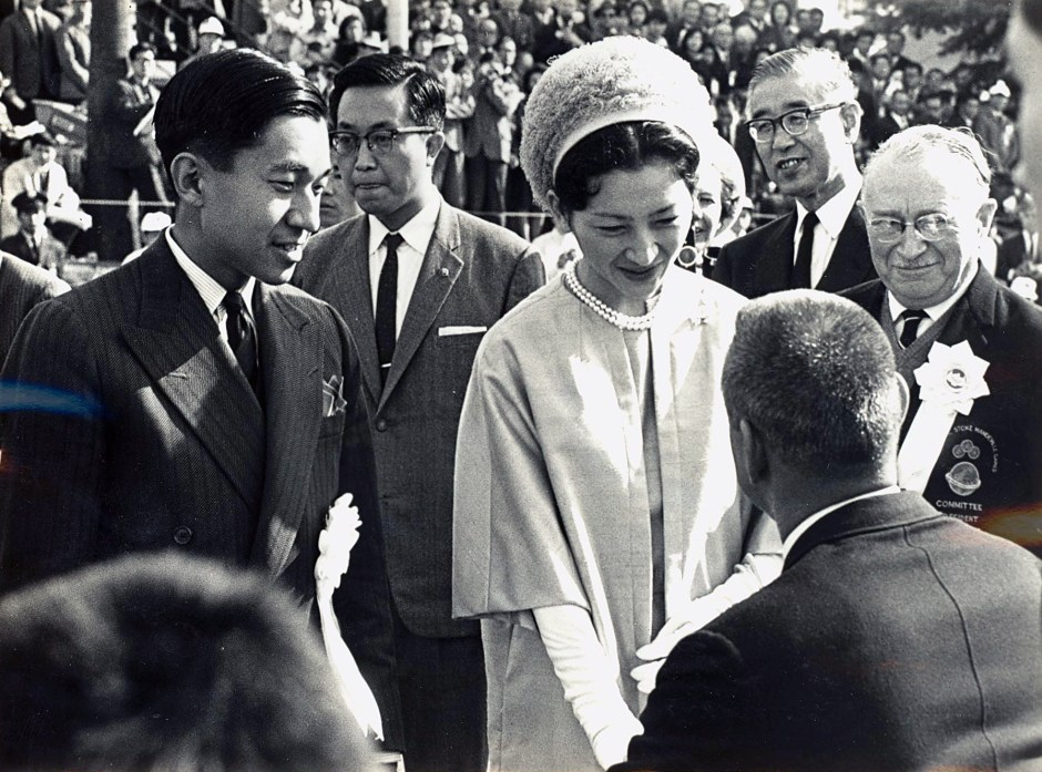 031164 - Crown Prince and Empress meet teams Tokyo Games - 3b -