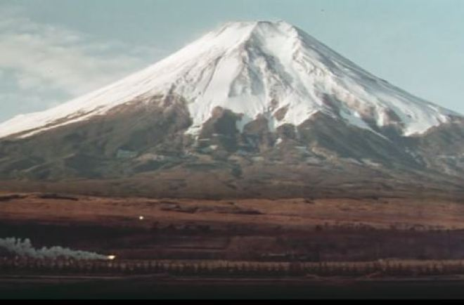 Torch Runner in front of Mt Fuji_Ichikawa film