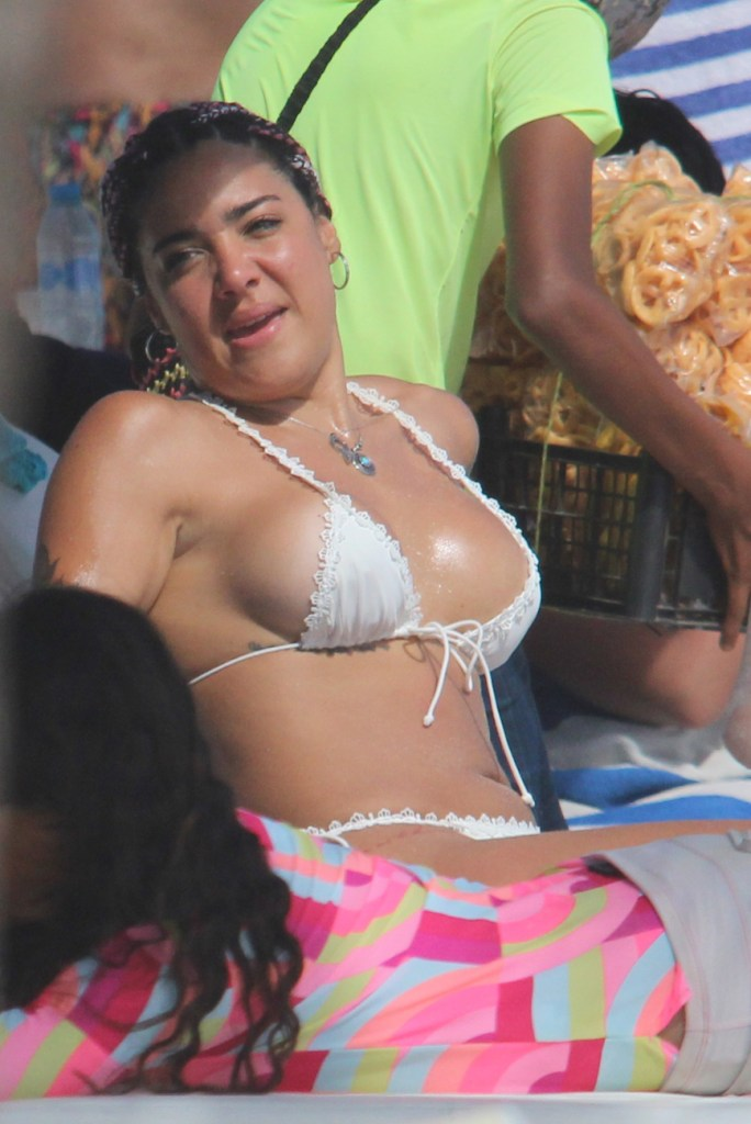 Erika Fernández en bikini