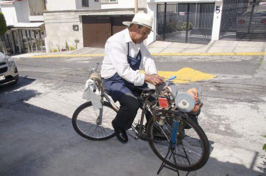 Scherenschleifer in einem Vorort von Mexiko-Stadt
