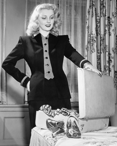 Vintage-Woman-With-Suitcase