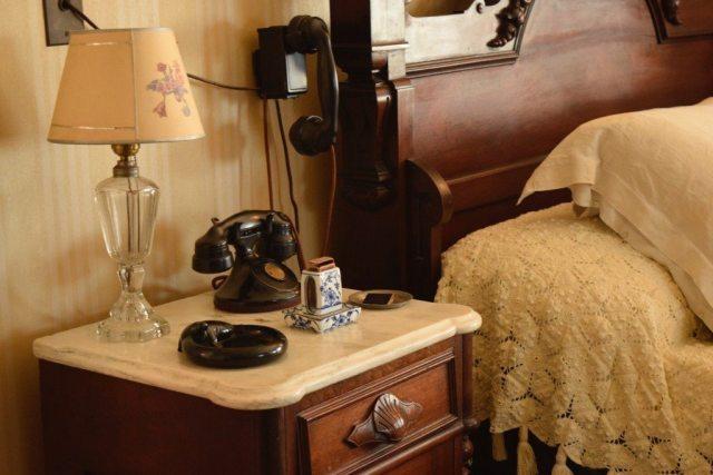 Roosevelt-bedroom-telephone