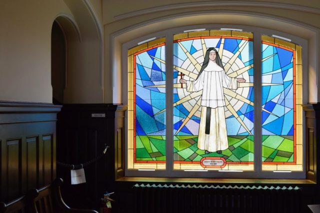 stained-glass-le-monastere-2