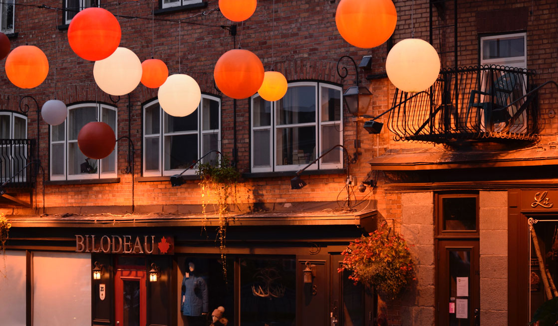 quebec-city-street-with-orange-balloons
