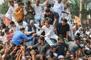 Congress president Rahul Gandhi courted arrest on Friday after staging a protest outside the CBI headquarters against the move to divest CBI Director Alok Verma of his powers-pti