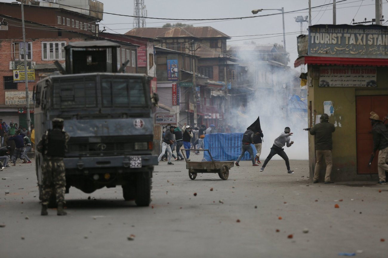 Kashmiri Muslim protesters clash with Indian government forces during fourth phase of local elections-AP