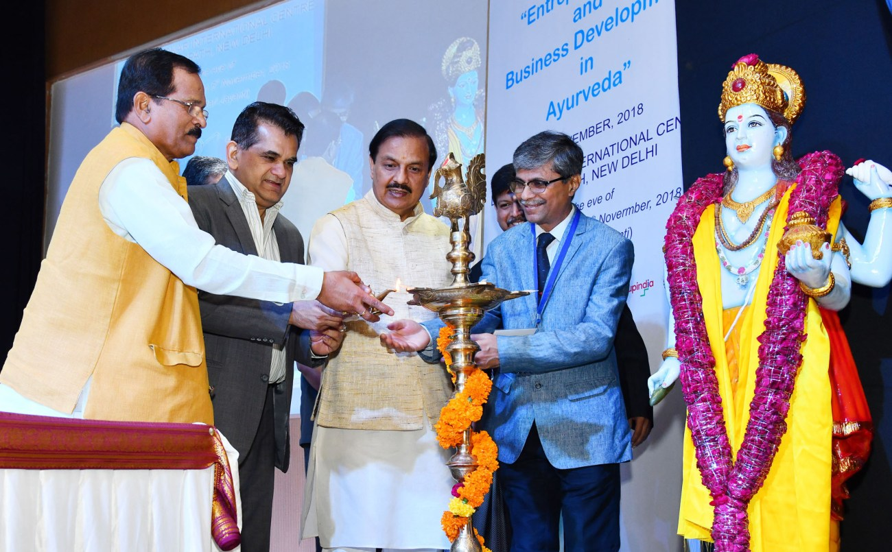 The Minister of State for AYUSH (Independent Charge), Shri Shripad Yesso Naik lighting the lamp at the National Conference on Entrepreneurship and Business Development in Ayurveda