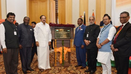 The Vice President, Shri M. Venkaiah Naidu with the Minister for Trade, Industry and Tourism of Malawi, Mr. Henry Missa, the Minister of State for Social Justice & Empowerment, Shri Krishan Pal and other dignitaries after unveiling the plaque, on the sidelines of the Malawi-India Business Meet, in Lilongwe, Malawi on November 05, 2018
