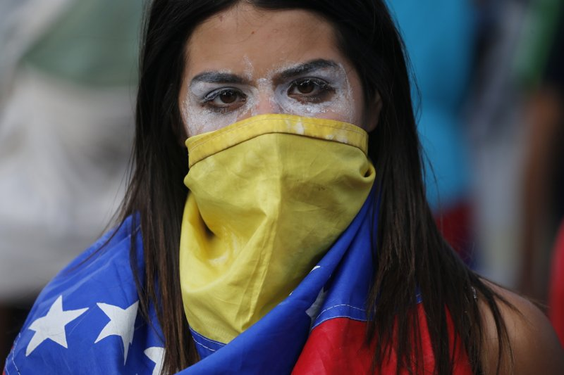 Showdown in Venezuela as US backs Maduro rival's power claim