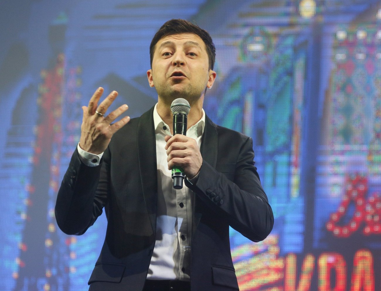 Ukraine's presidential candidates take drug test