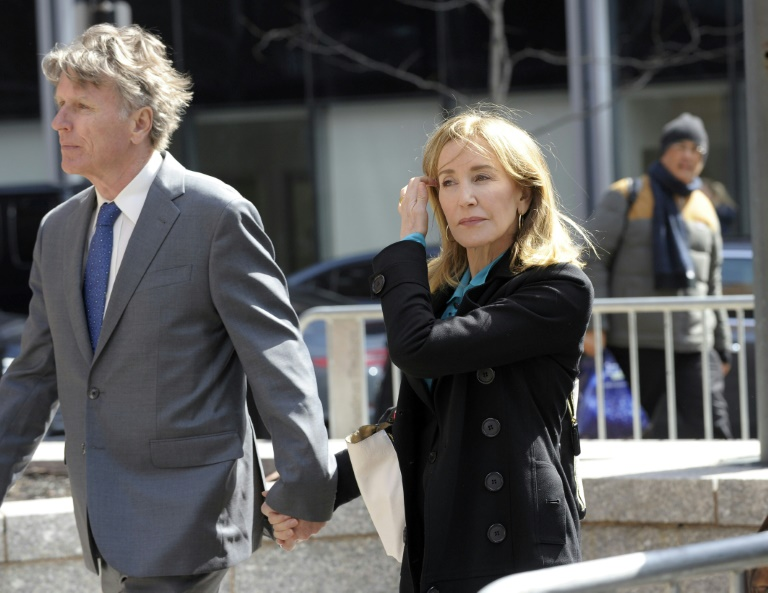 Hollywood actresses appear in court in US college admissions bribery case