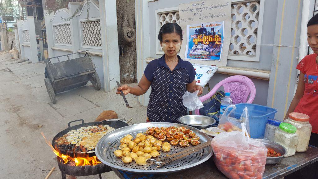 Mandalay | U Bein Bridge | Streetfood | Myanmar | The Orange Backpack