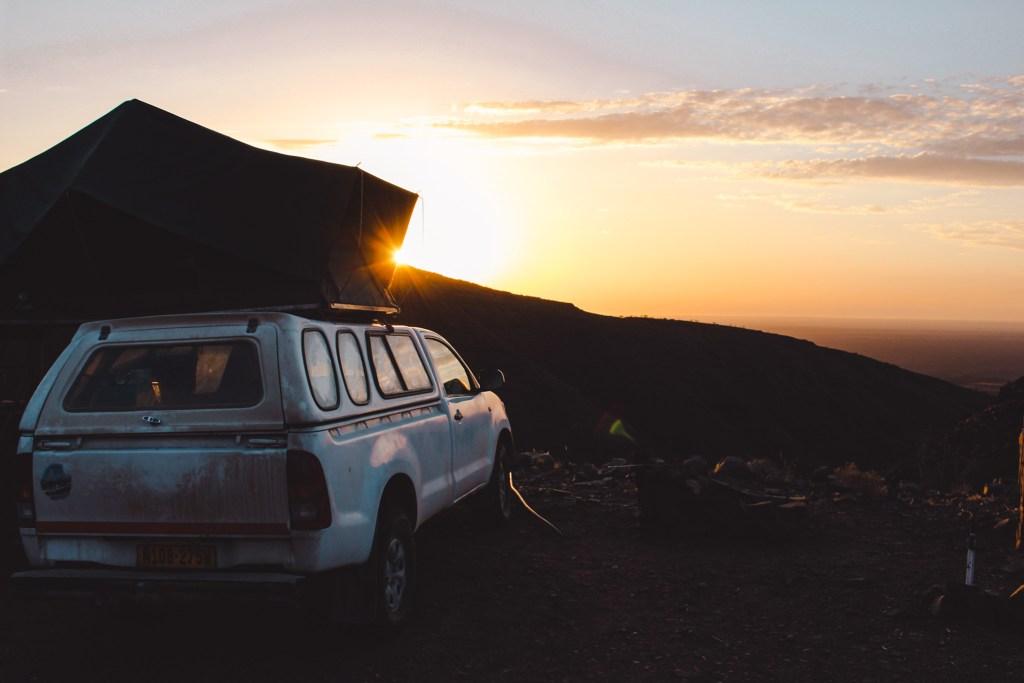 Rijden in Namibië | Driving in Namibia | Mooiste wegen roadtrip Namibië | Most beautiful roads roadtrip Namibia | The Orange Backpack