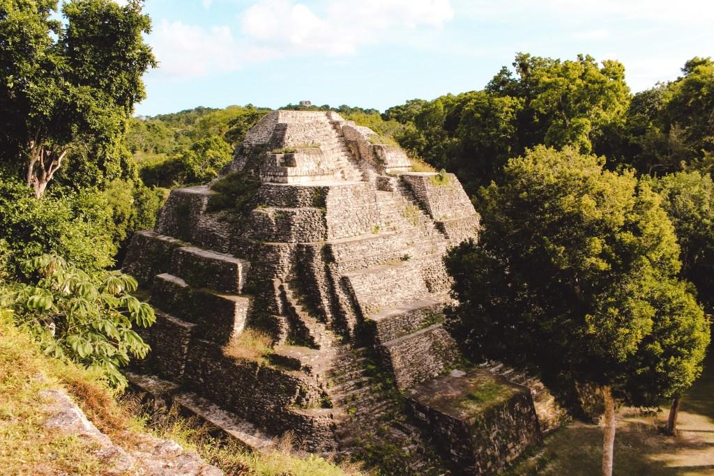 Maya-vindplaats Yaxha | El Sombrero Ecolodge | Guatemala | TheOrangeBackpack.nl