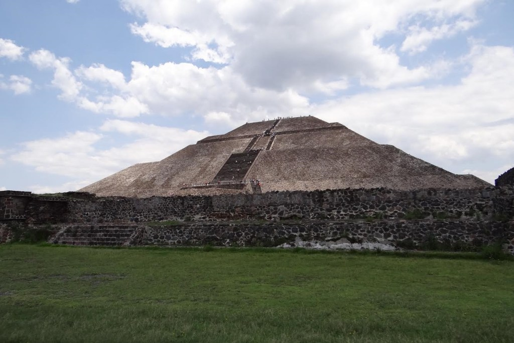 lost city Teotihuacan ruins in Mexico