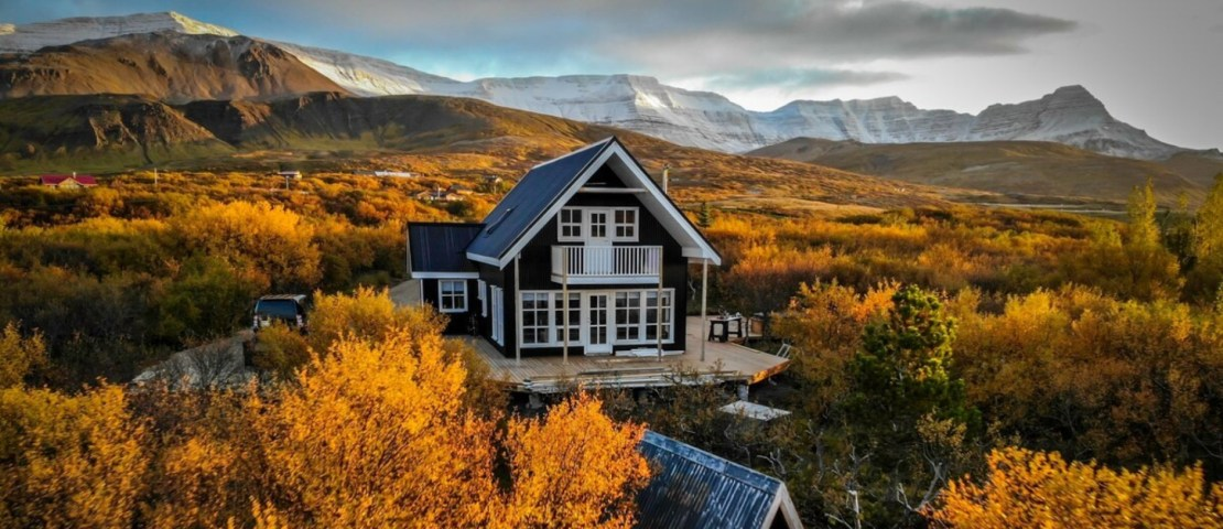 Airbnb Ijsland - Lake house Black pearl header