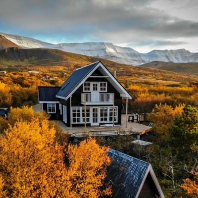 Airbnb Ijsland - Lake house Black pearl header