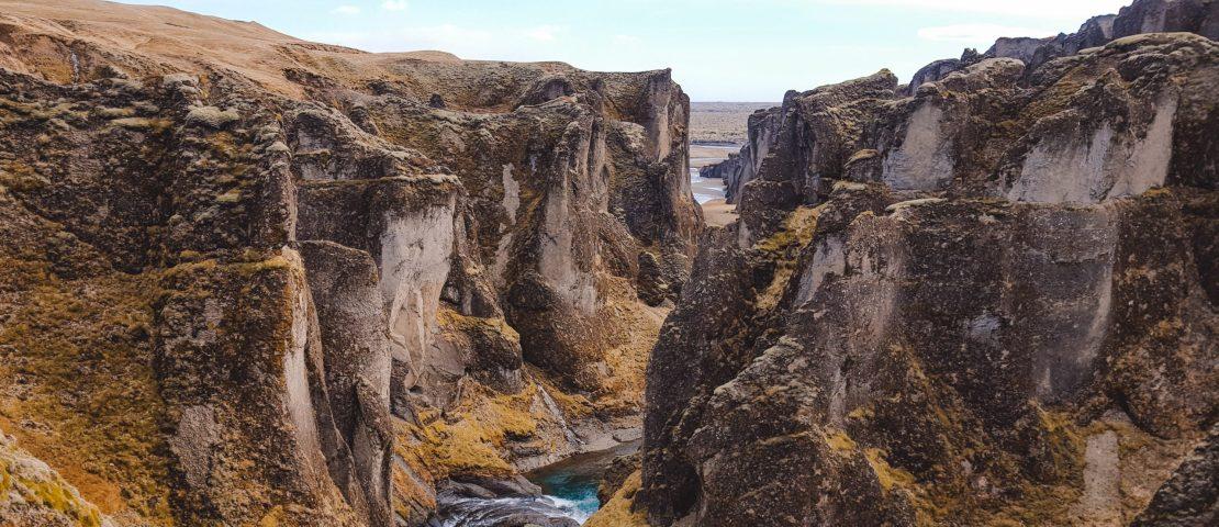 fjaðrárgljúfur canyon kloof ijsland