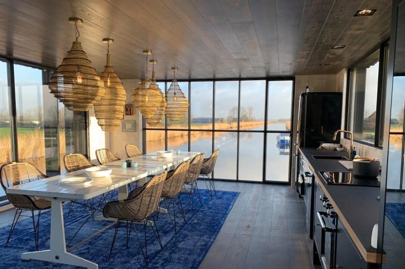 Vakantiehuisje aan het water | Black Swan woonboot Zaanstreek