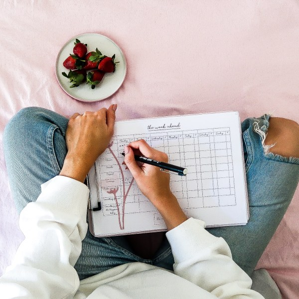 girl sitting on the floor with the week ahead planner by the organised hustler