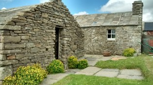 The buildings at Corrigall Farm - house in the background (F Grahame)