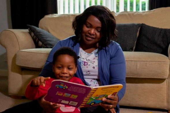 Mother and child reading. Image by Jonathan Ley