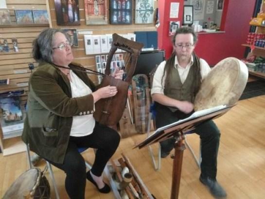 Viking week Kate Fletcher and Corwen Broch playing Kravik lyre and Runebomme!