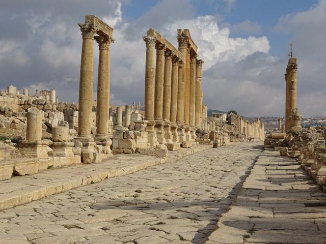 Jerash - Roman colonnaded street