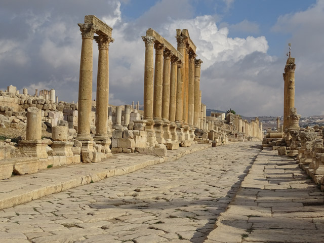 Jerash - Roman colonnaded street