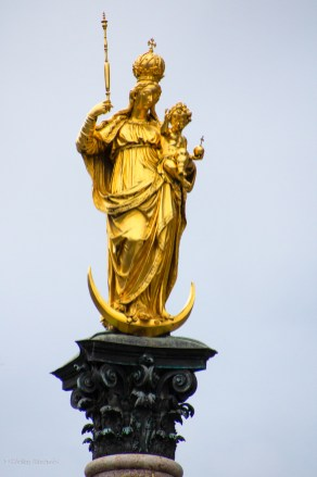 The virgin Mary staue on top of the column in the centre of the square, sculpted in 1590