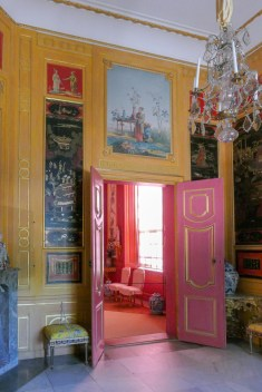 All the rooms are sumptuously decorated with paintings, embroideries, lacquer panels - so colourful.