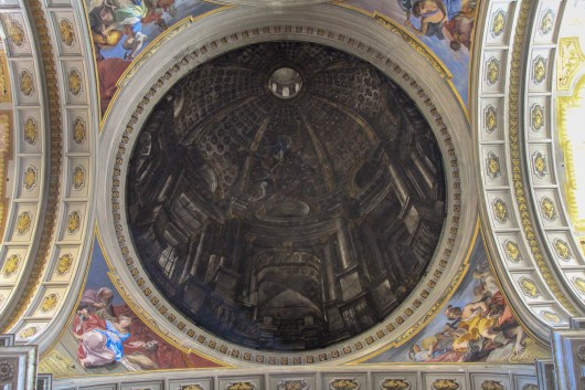 When they built the church they didn't have enough money for a dome, so this flat trompe l'oeil was painted instead. It is very convincing.