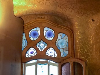 Casa Batllo - curves and organic shapes everwhere
