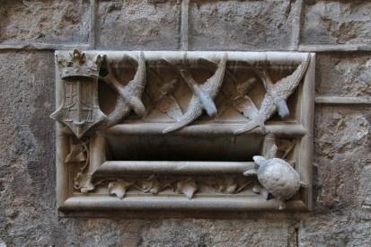 Barri Gòtic - an unusual letterbox!