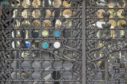 Palau Baró de Quadras - delicate ironwork