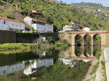 Old Roman bridge in Pinhão