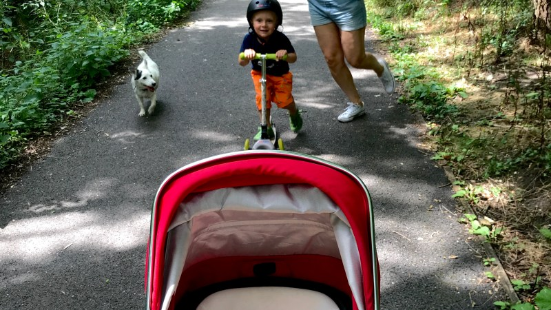 8 tips for walking with babies and toddlers