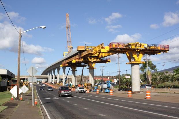 Honolulu_rail_project_construction_in_Waipahu_near_Fort_Weaver_Road_2015-07-29