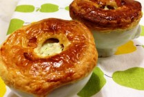 https://thepaddingtonfoodie.com/2012/11/29/chicken-leek-fennel-and-mushroom-pot-pies-with-peas/