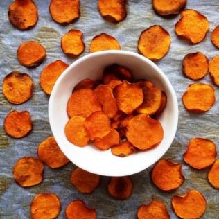https://thepaddingtonfoodie.com/2014/08/25/eat-fast-and-live-longer-a-5-2-fast-diet-recipe-idea-under-100-calories-oven-baked-sweet-potato-crisps/
