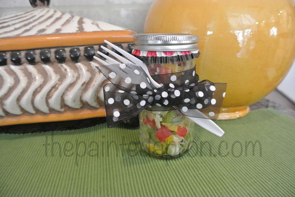 chopped salad in a jar1 thepaintedapron.com