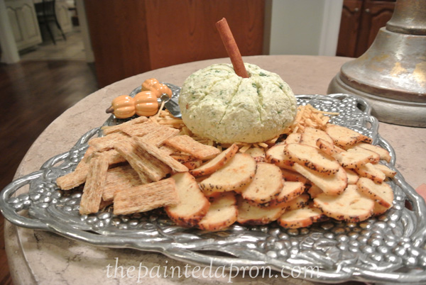 pumpkin cheese ball thepaintedapron.com