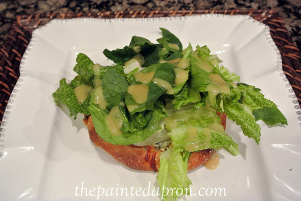salad topped flatbread thepaintedapron.com