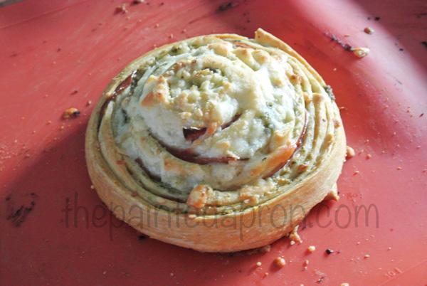 breadstick pesto pizza thepaintedapron.com