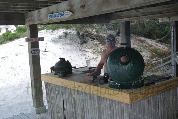outdoor bar thepaintedapron.com